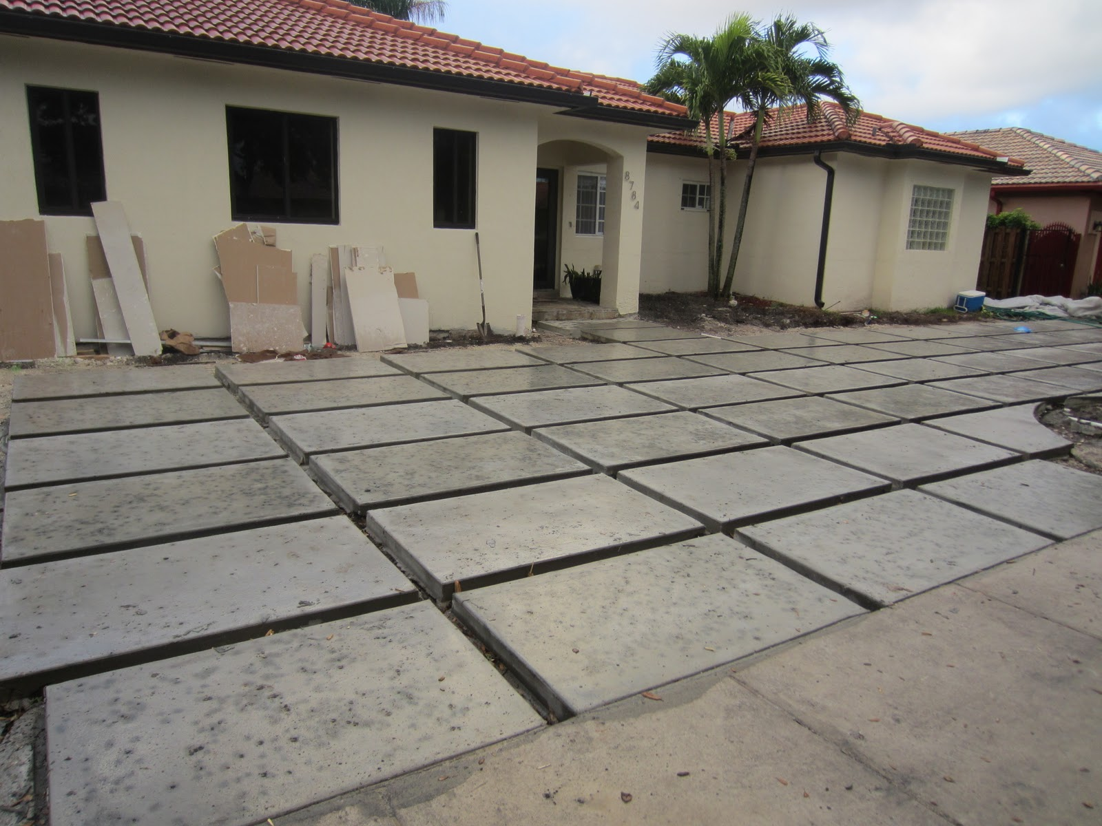 The cuban in my coffee modern concrete driveway update for Cement driveway ideas