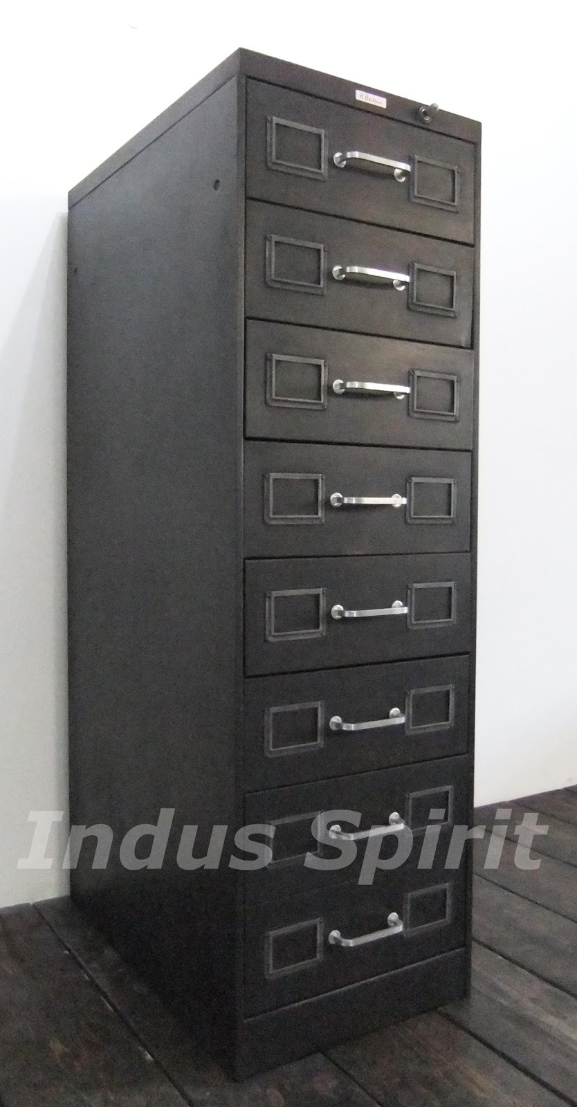 meuble industriel behin. Black Bedroom Furniture Sets. Home Design Ideas