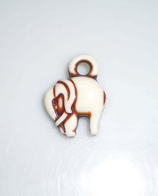 Fehér elefánt medál