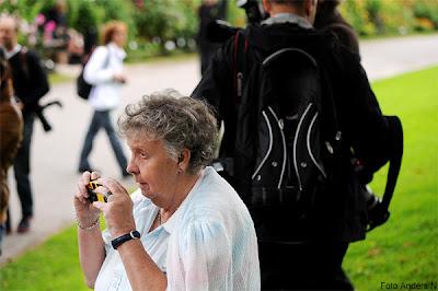 victoria och daniel i göteborg, kronprinsparet, kungligt besök, botaniska trädgården, 2011, paparazzi, fotografer, beundrare, folkmassa, foto anders n