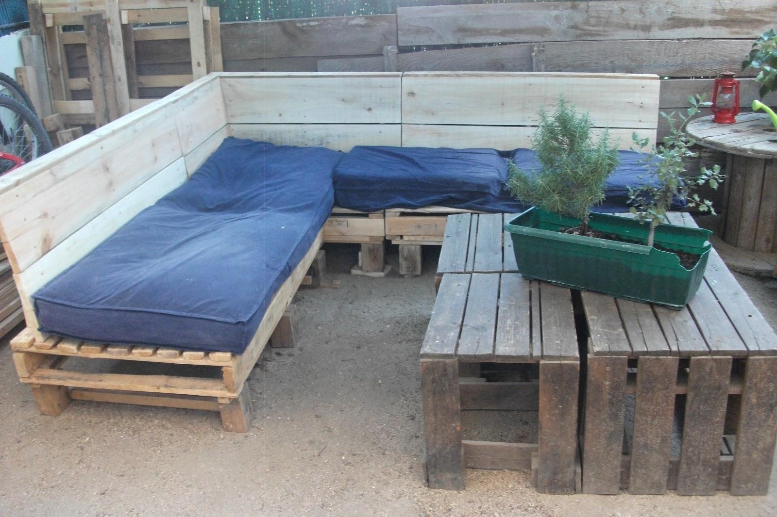 Renovarte con palets para el descanso os ponemos ideas - Como hacer un sillon de madera ...