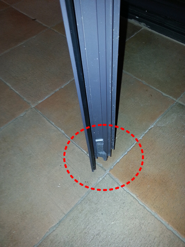 Mecanismo cierre puerta aluminio