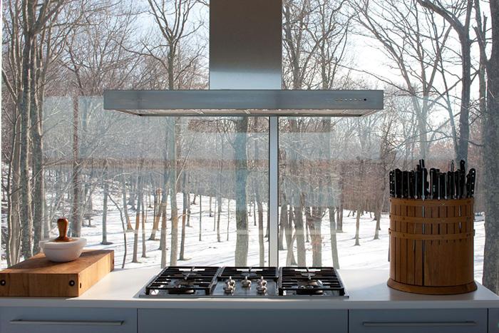 Casas minimalistas y modernas casa transparente en el bosque for Casa minimalista bosque