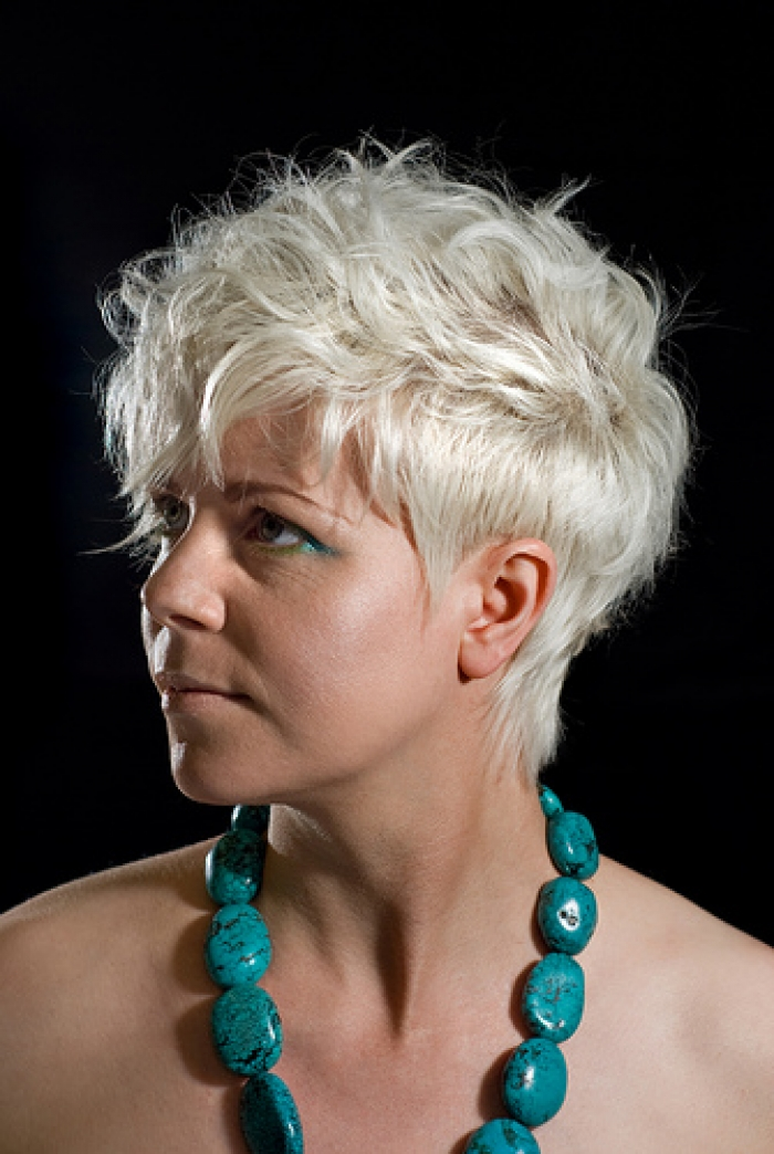 CUTE MEDIUM HAIRCUTS SHORT FUNKY HAIRSTYLES COLOR RICH AND BOLD