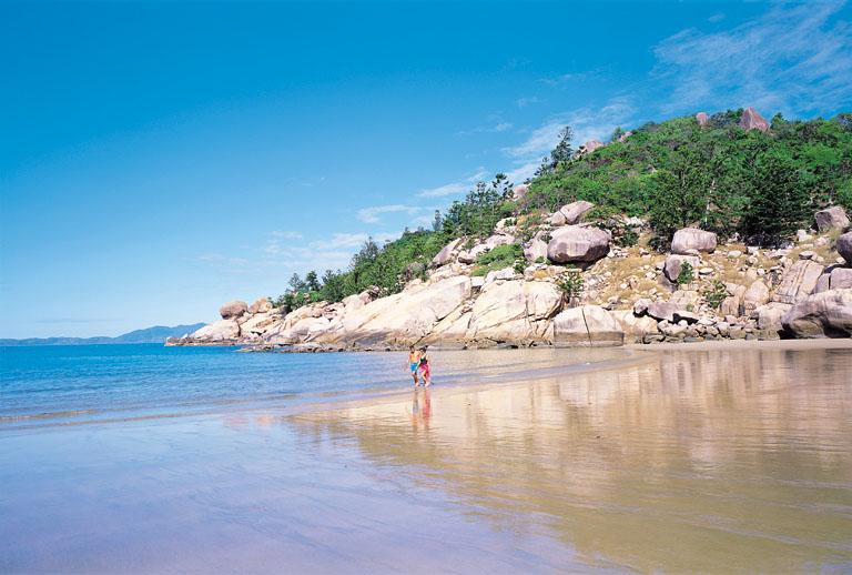 Magnetic Island Australia  city pictures gallery : Visit Globe Tourer to find the best and top tourist attractions around ...