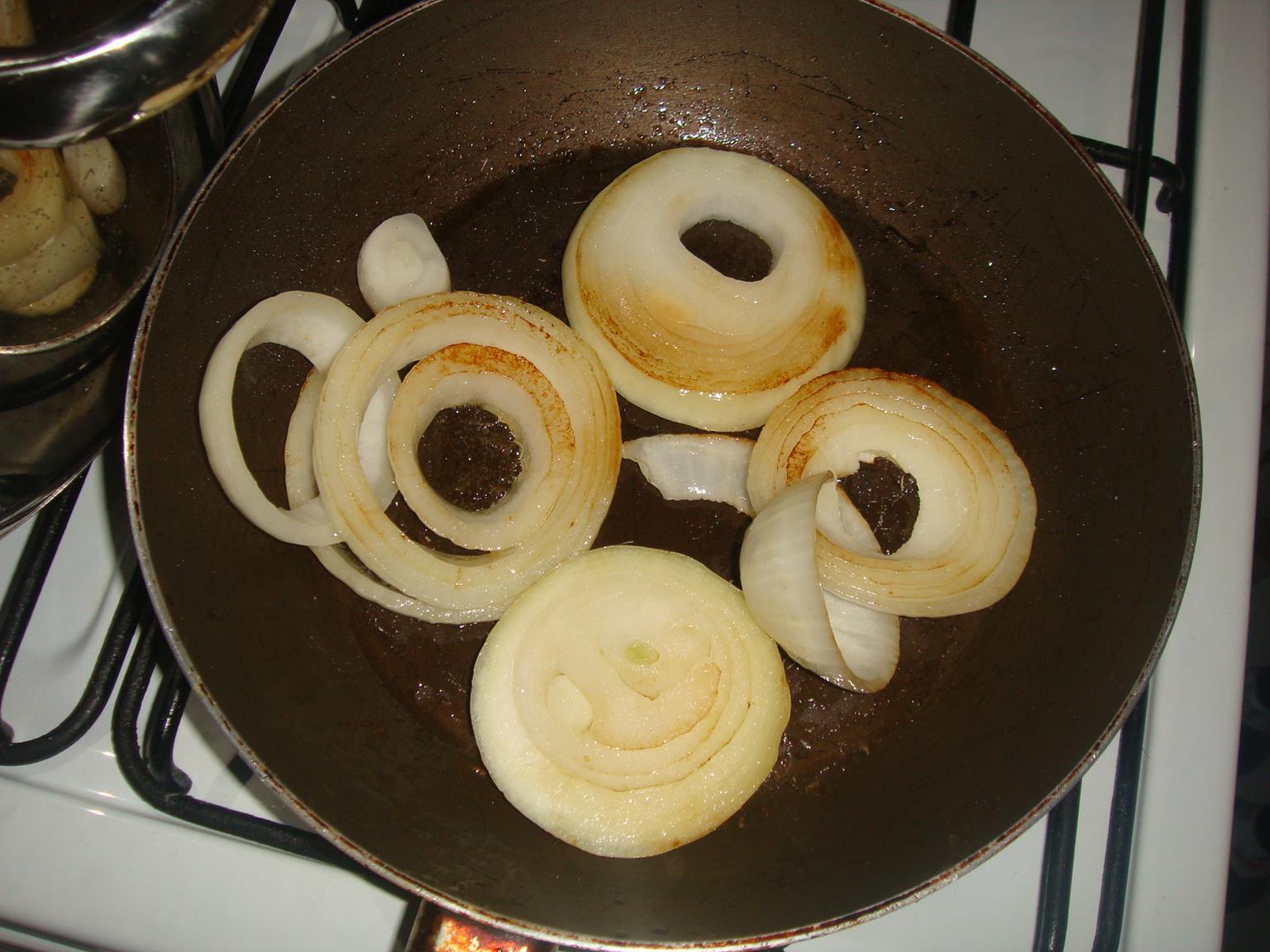 Recetas y algo mas besugo al horno con papas y cebollas - Limpiar horno con limon ...