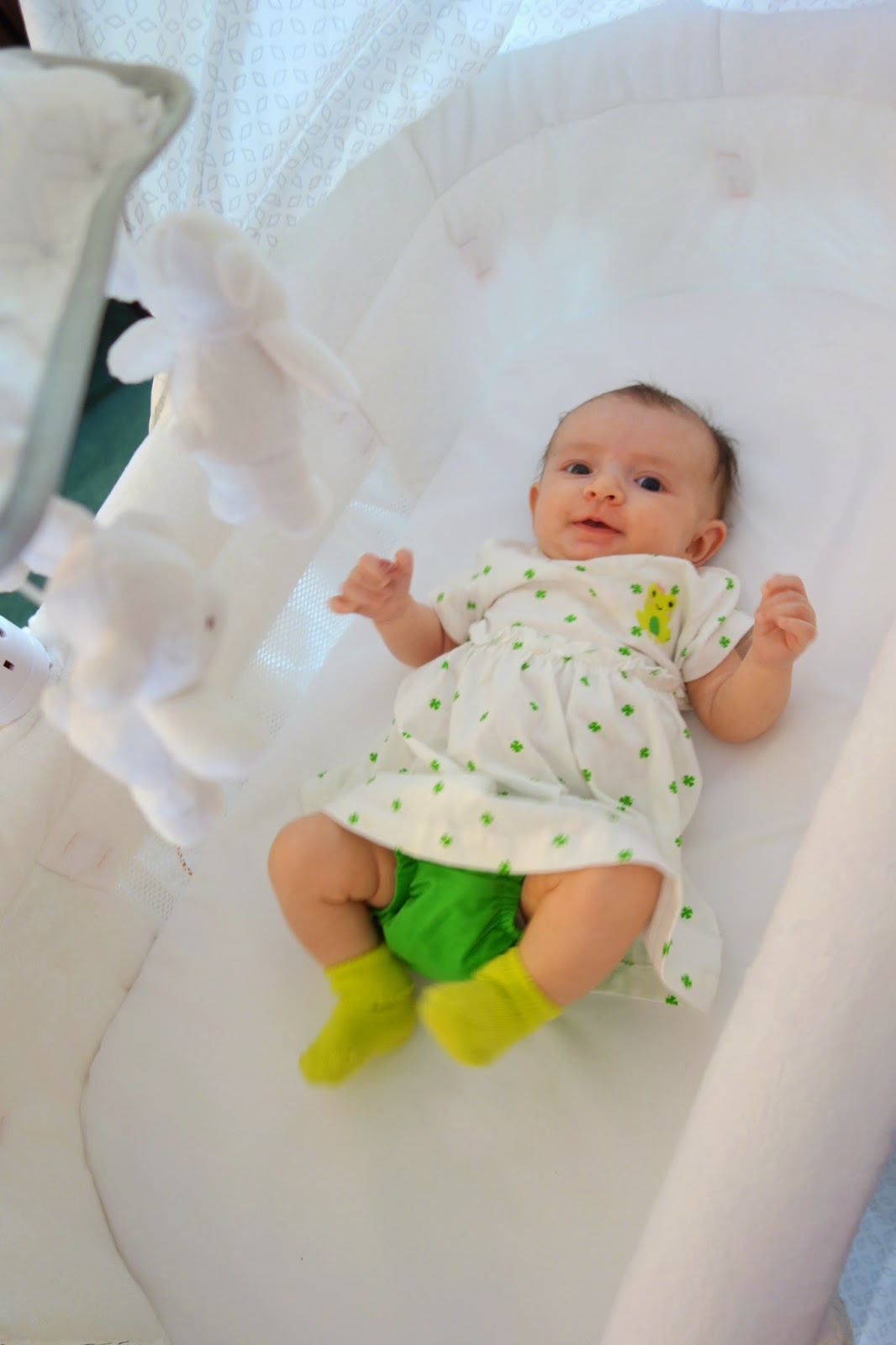 simmons elite gliding bassinet peacock. my newborn niece came over to visit and test it out. simmons elite gliding bassinet peacock s
