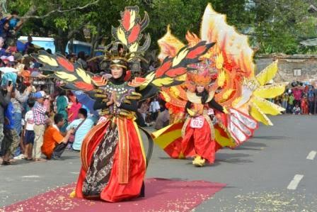 Wagub Heru Sudjatmoko Lepas  Batang Art Carnival