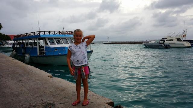 Macarena en el embarcadero de Malé