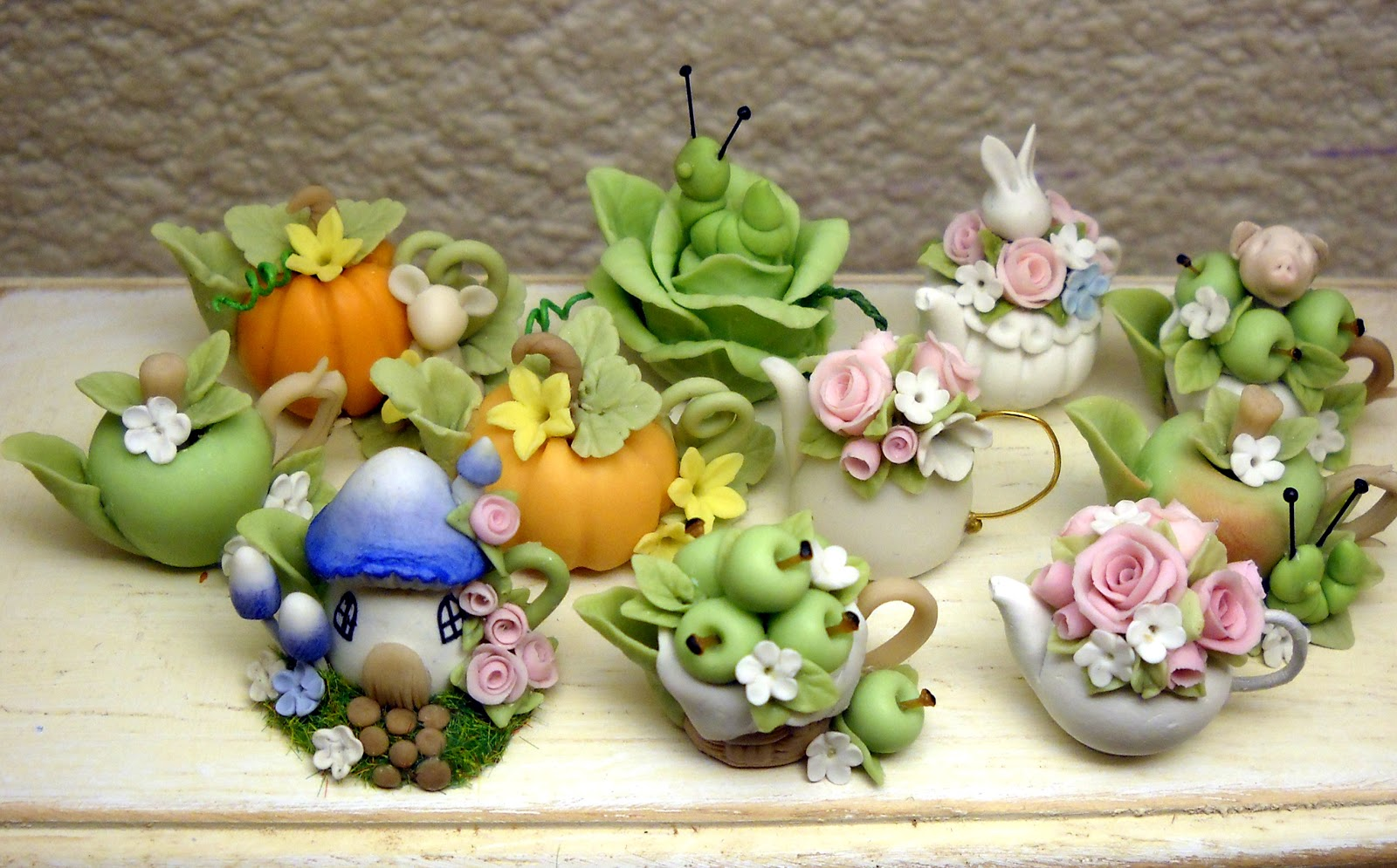 CDHM Gallery of Loredana Tonetti of Lory's Tiny Creations making all things whimsical in 1:12 scale from bunny teapots, shabby chic food accessories, tiny bird houses, dancing frogs on lilypad teapots and 1:12 foods including rustic fruits and vegetables