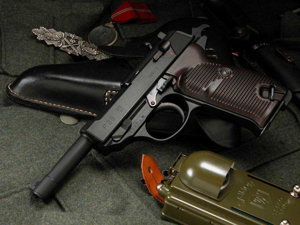 http://3.bp.blogspot.com/-xE6UeByYbCw/ThfquTxf_5I/AAAAAAAAAZc/bolaOcSlkrc/s1600/black_pistol_wallpaper.jpg