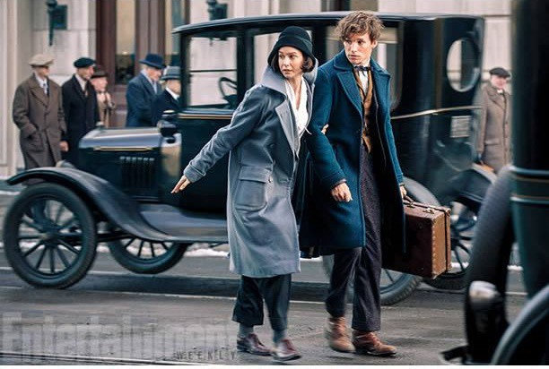 imagenes exclusiva del rodaje de la precuela de harry potter, harry poter nuevas peliculas, estreno de la nueva pelicula de harry potter, estreno de la pelicula harry potter 2016, 2015, harry potter new film, nueva saga de harry potter, jk rowling desvela las claves de la nueva pelicula de harry potter. Saga harry potter tendrá precuela, la precuela de harry potter se estrenara en noviembre de 2016, Eddie Redmayne padre de harry potter Animales fantásticos y dónde encontrarlos. (Fantastic beasts and where to find them) Newt Scamander