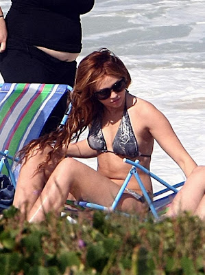 http://3.bp.blogspot.com/-xEeKJZlZ-mM/Tc2YROJDqEI/AAAAAAAAH2M/3gURgy4c-YU/s1600/miley-cyrus-bikini-rio-brazil-001.jpg