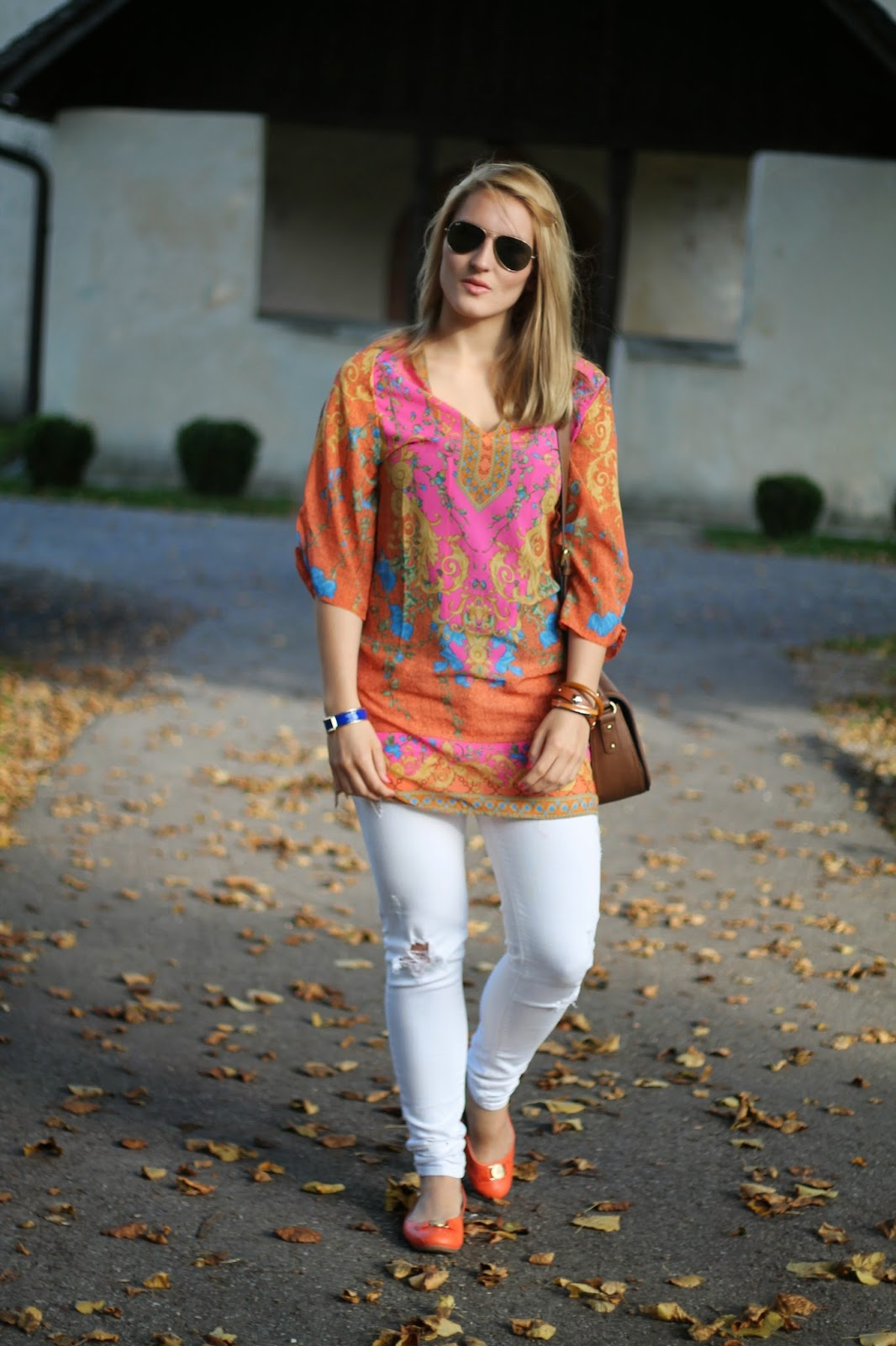 Fashionblogger Austria / Österreich / Deutsch / German / Kärnten / Carinthia / Klagenfurt / Köttmannsdorf / Spring Look / Classy / Edgy / Autumn / Autumn Style 2014 / Autumn Look / Fashionista Look / Indian Summer / White Jeans Mango / Orange Flats Tommy Hilfiger / Crossbody Bag Even and Odd / Tunika Blouse Pink Orange Blue Oasap / Ray Ban Aviator Sunglasses /