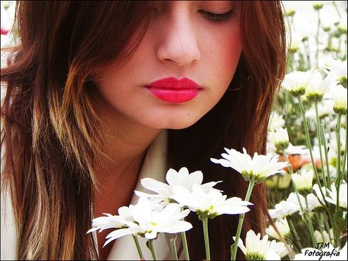 Trik supaya Bibir Merah Merona dan Menarik bagi Wanita