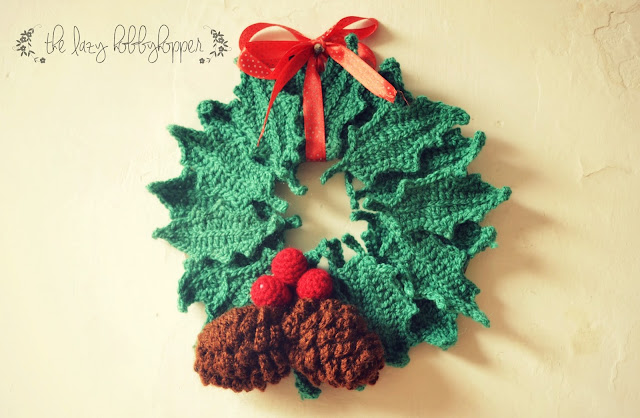 Free Crochet Pattern Christmas Wreath : The Lazy Hobbyhopper: Crochet Christmas Wreath - free pattern