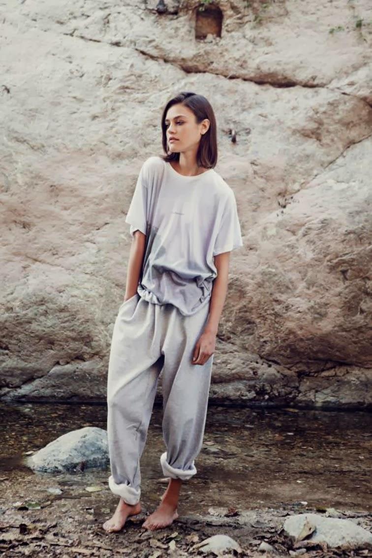 Daria Pleggenkuhle, sweat pants, grey loose t-shirt, girl next door, casual, lounge wear, tomboy