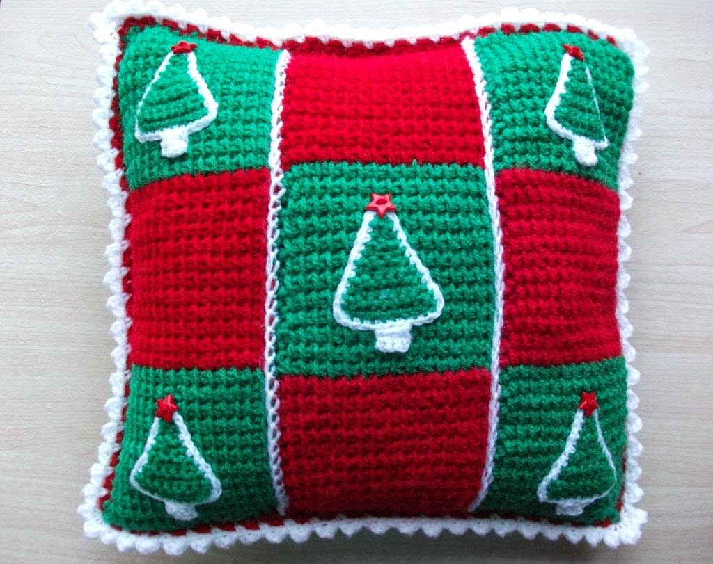 Free Christmas Tree Cushion Crochet Pattern