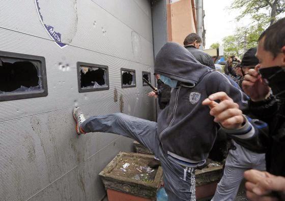 la-proxima-guerra-activistas-pro-rusos-atacan-sede-policia-en-odesa-ucrania