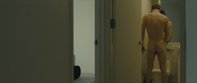 Hình ảnh toàn thân của nam diễn viên khi đóng phim Xduak