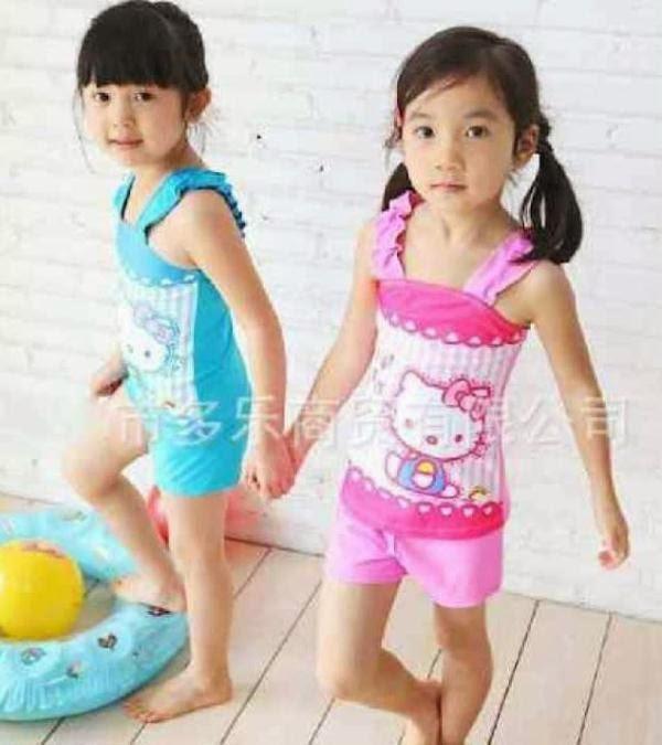 Anak perempuan cantik pakai baju renang hello kitty lucu banget