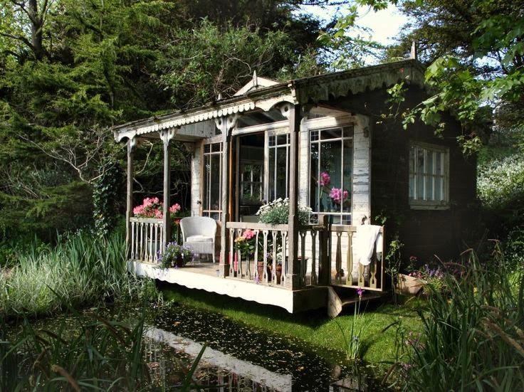 Casa e lago combinação perfeita.