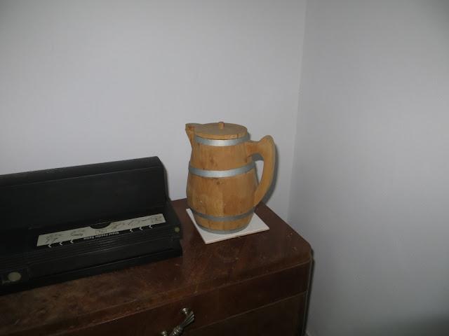 Jarro de Vinho de Cheiro feito em madeira de cedro do mato