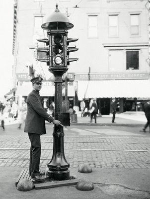 Google - When was the First Traffic Light Installed