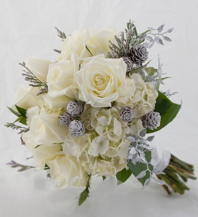 white diamond limonium this was the perfect winter wedding bouquet