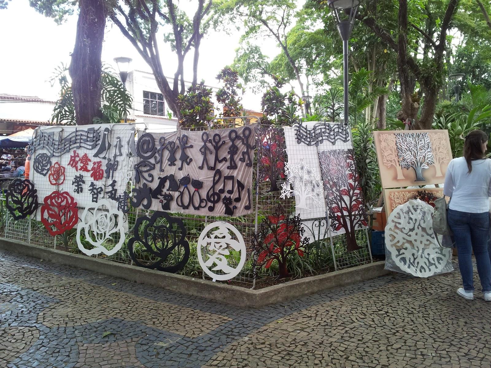 feira de obras de arte na praça do embú das artes #4C6039 1600x1200