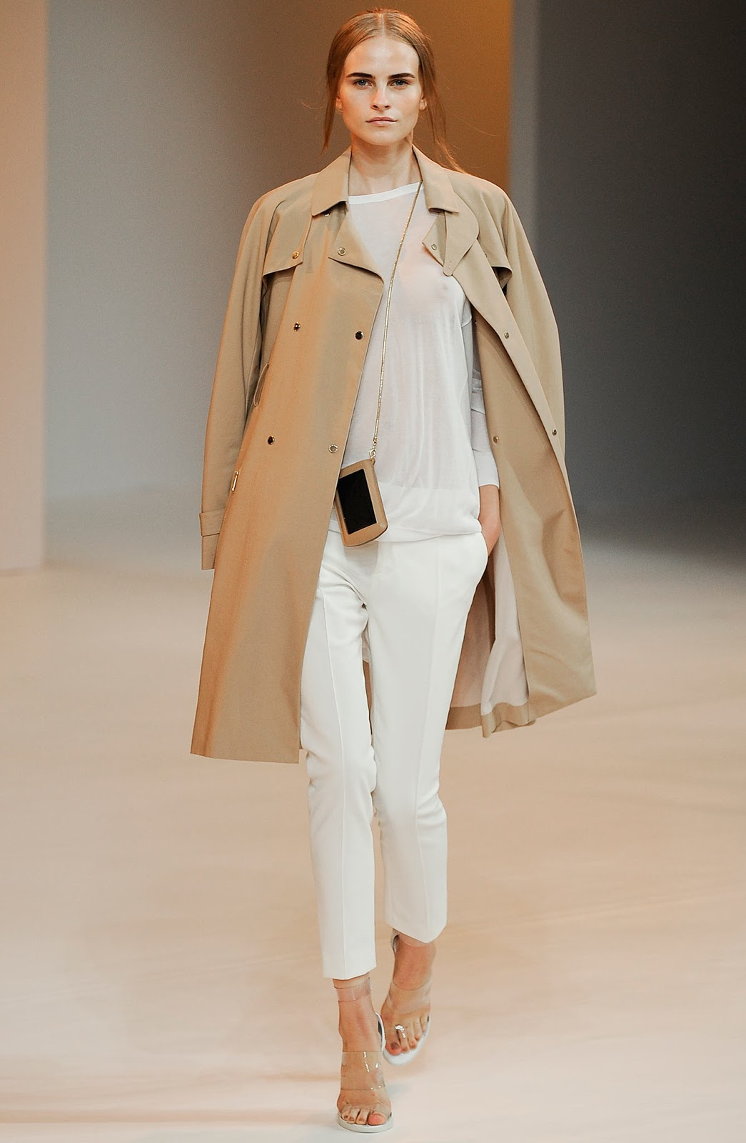 How to wear a trench coat? How to wear white trousers? Outfit idea and designer look for less inspired by Porsche Design Spring/Summer 2015 collection / via fashioned by love british fashion blog