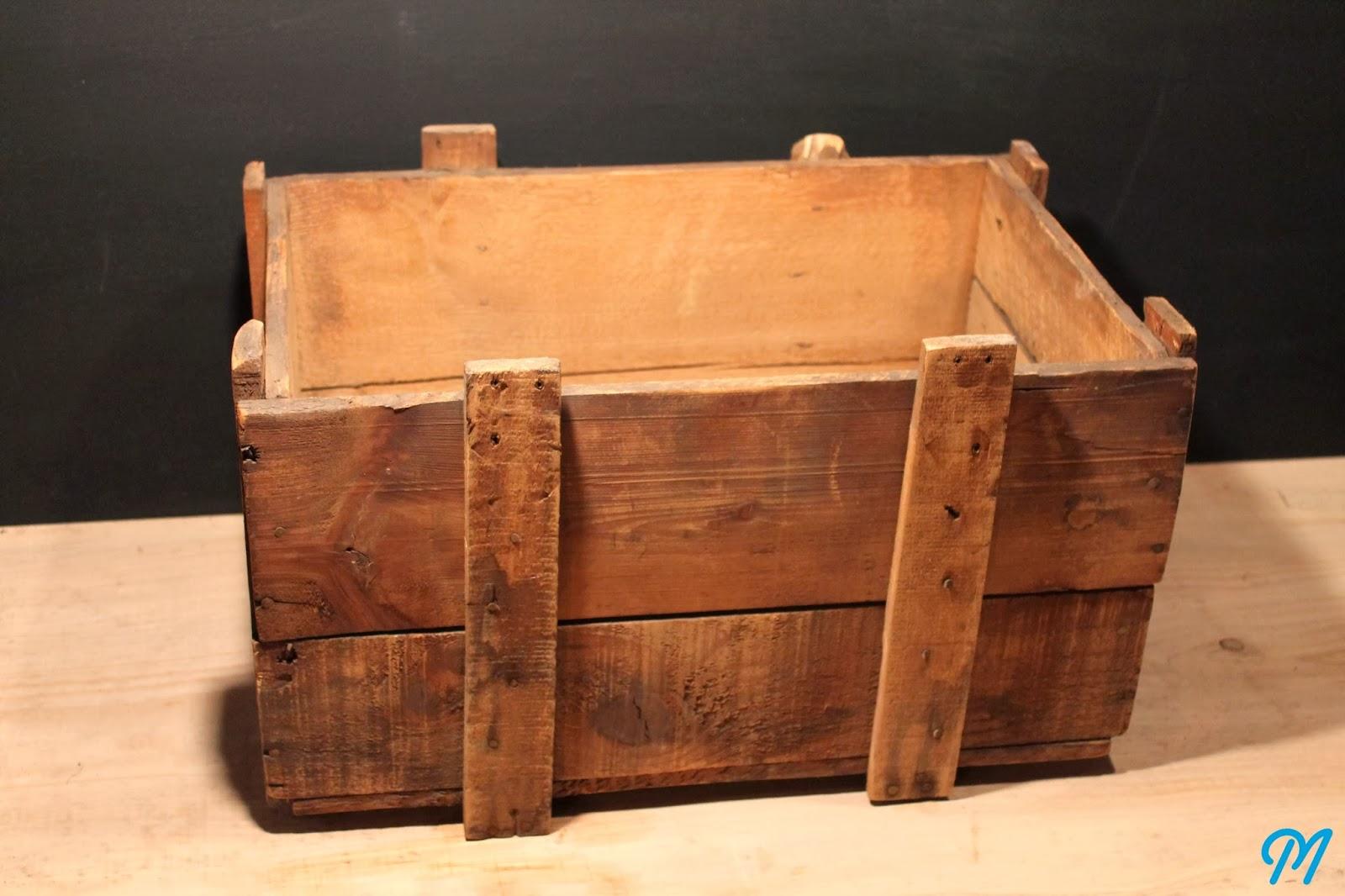 arrivage de caisses en bois publicitaires. Black Bedroom Furniture Sets. Home Design Ideas