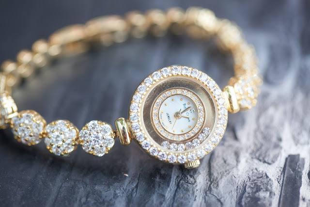 Đồng hồ nữ đính đá đẹp royal crown