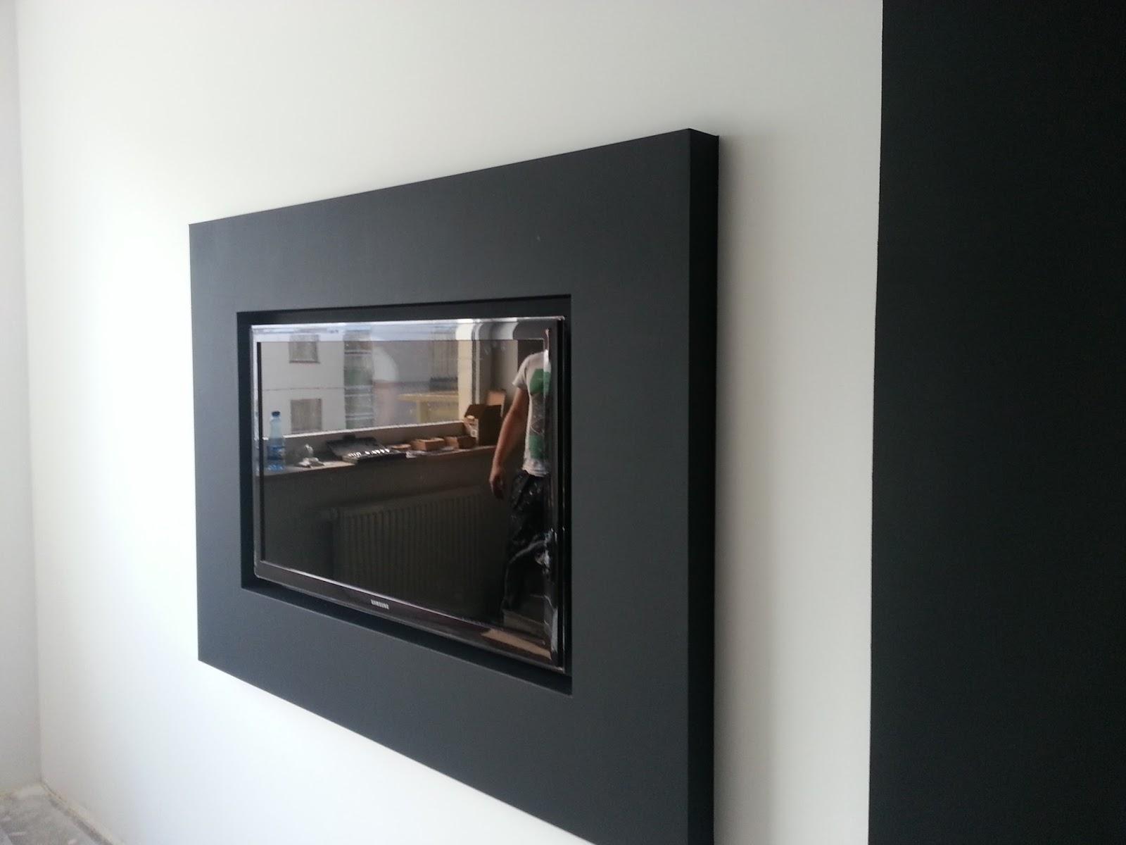 Obudowa telewizora na ścianie