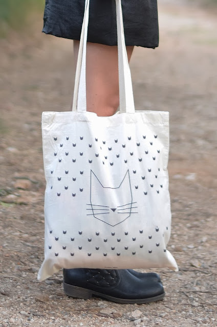 http://www.petite-mila.com/product/mon-tote-bag-chat