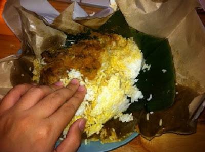 Makan Nasi Padang Pake Tangan