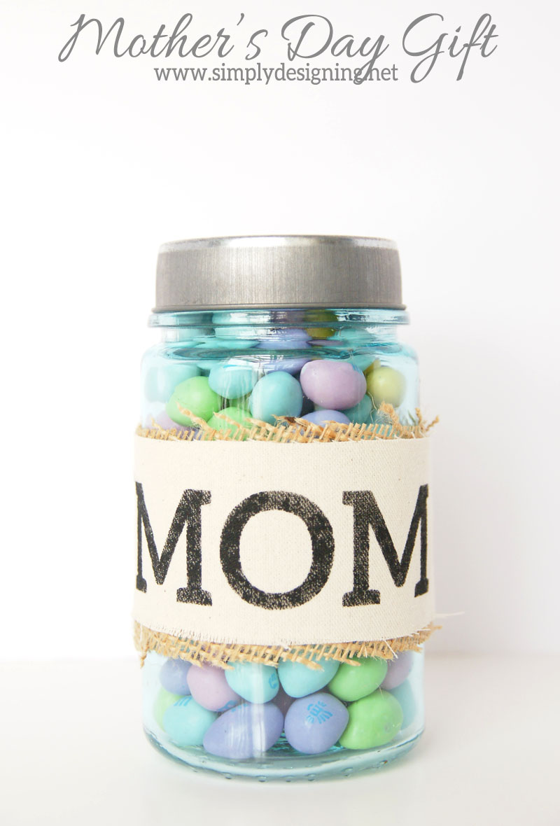 Handmade Mother's Day Gift | a quick and simple gift that is perfect for mother's day!  Simply fill with your mother's favorite treat! Click on the image to learn how to make this!  | #vinyl #mothersday #handmadegift #gift #crafts