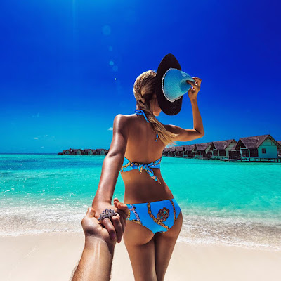 Instagram's #FollowMeTo couple honeymoons in Maldives