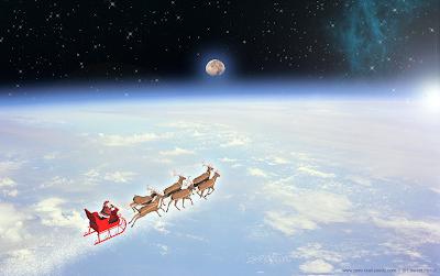 Le Père Noël et son traîneau au dessus des nuages