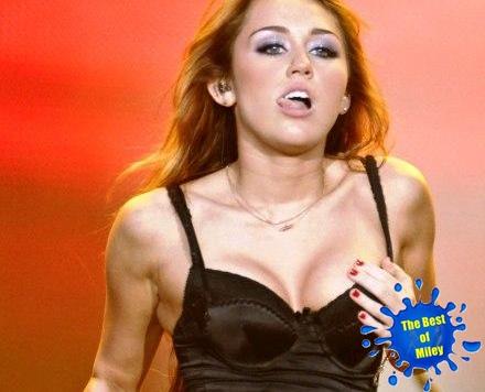 Visto Livre Playboy Quer Miley Cyrus E Selena Gomez Nuas Em Capa De
