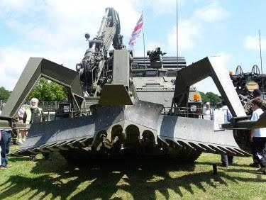 kendaraan militer unik di dunia yang tidak biasanya kita lihat sehari-hari