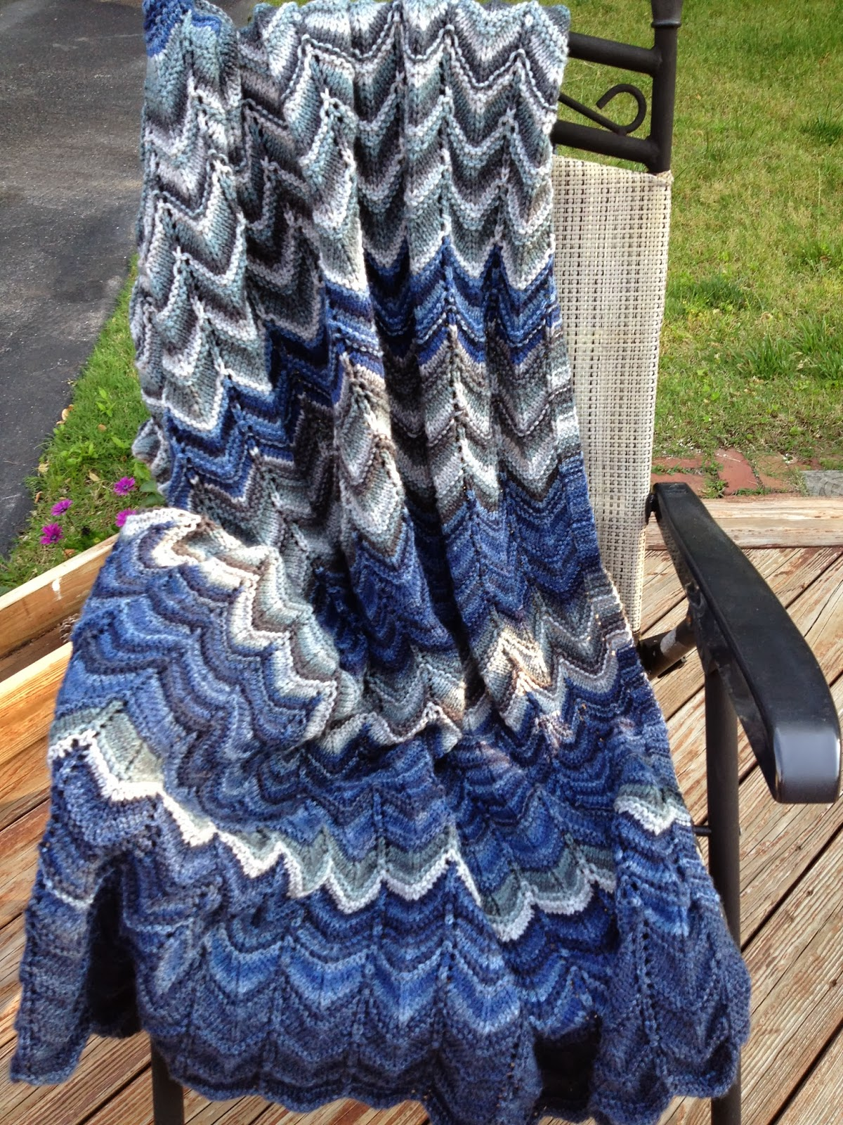 Knit Afghan Patterns In Strips : Olives and Mermaids and Wine, oh my...: Chevron Stripes