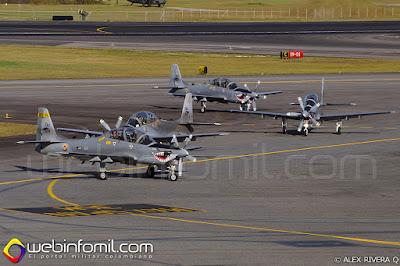 Escuadrilla de demostración A-29 Super Tucano procedente del CACOM 2 de la Fuerza Aérea Colombiana.