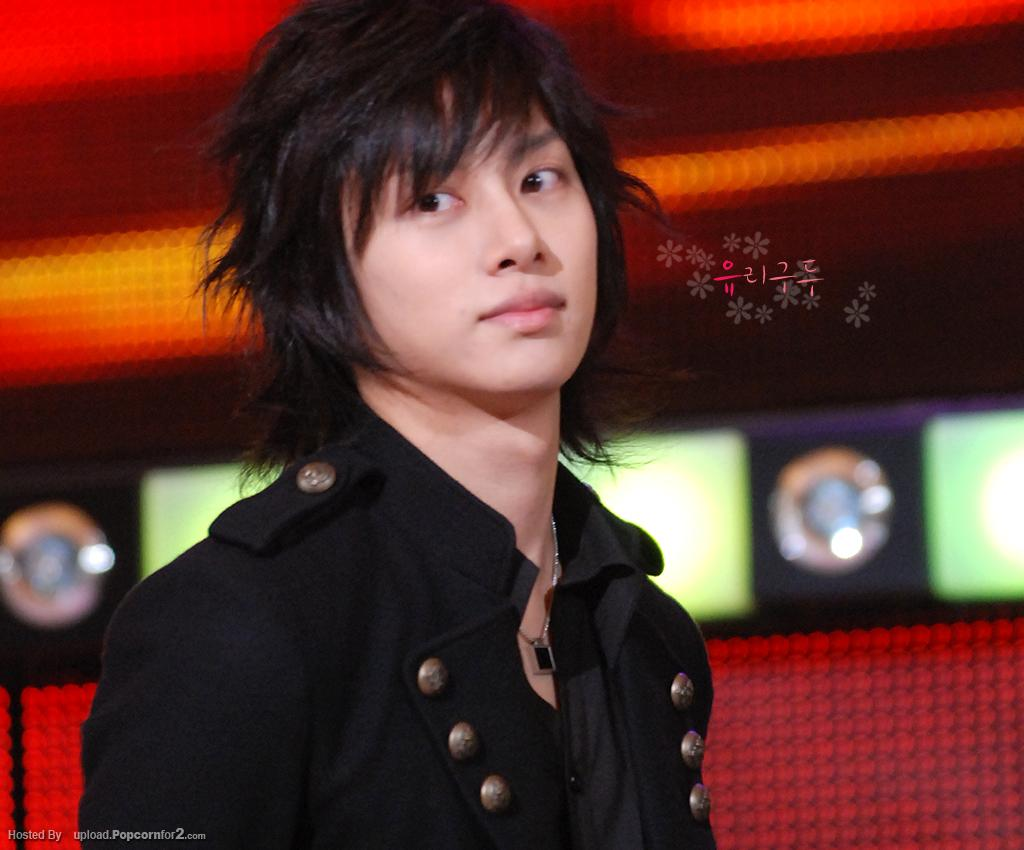 http://3.bp.blogspot.com/-xJUYXdPCGjE/TqPsWtekMaI/AAAAAAAAAMI/53CNmuLNqEA/s1600/Kim+Hee-chul+Super+Junior.jpg