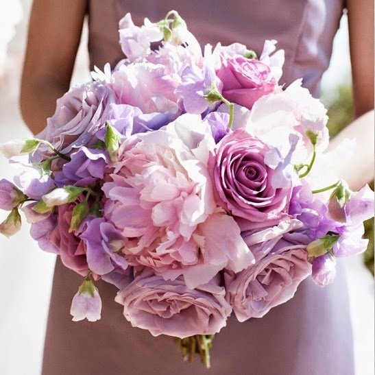 Wedding flowers via weddingchicks.com