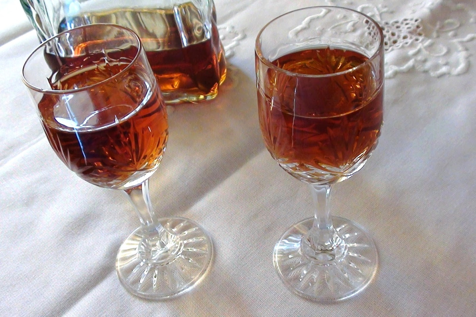 zsuzsa is in the kitchen: HOMEMADE AMARETTO LIQUEUR