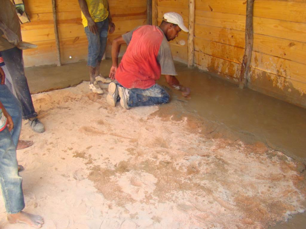 Cementos andino e ideal dominicana reinicia los cambios de for Nivelar piso de tierra