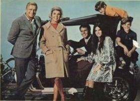 The cast of With Six You Get Eggroll 1968