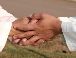 Membangun Persaudaraan Dengan Silaturahim