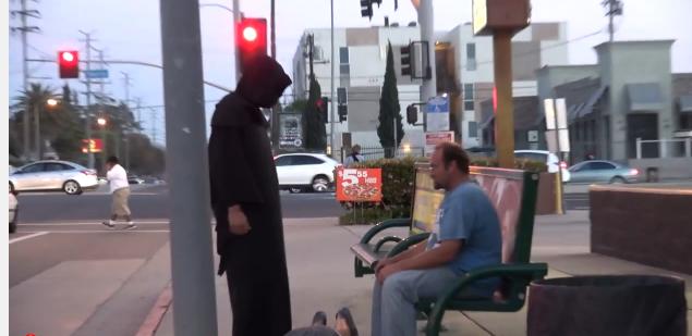 sustos en las calles por succionador de almas, hombre succiona almas